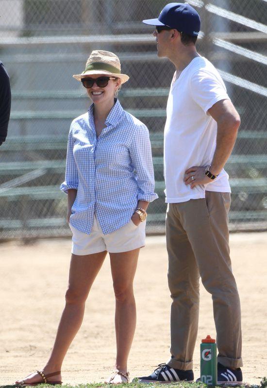 Reese Witherspoon w białych szortach