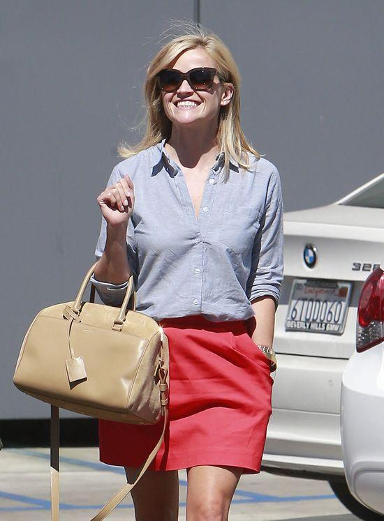 Reese Witherspoon uwielbia kolorowe mini (FOTO)