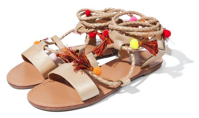 Sandały płaskie i na małym obcasie - co znajdziemy w sieciówkach? [PRZEGLĄD]