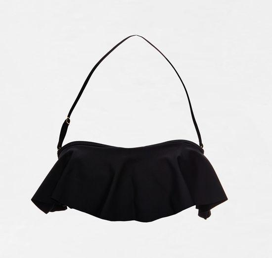 Czarny strój kąpielowy - idealna propozycja na plażę (FOTO)