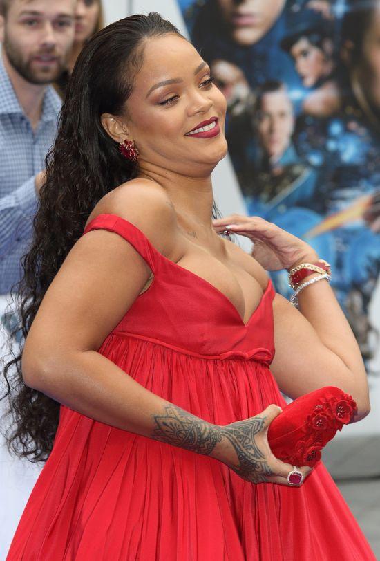 Hejterzy, możecie się schować! Rihanna szaleje w TAKIM stroju na Barbadosie