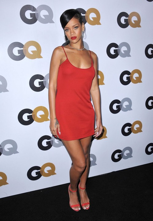 Rihanna seksowna w czerwieni (FOTO)