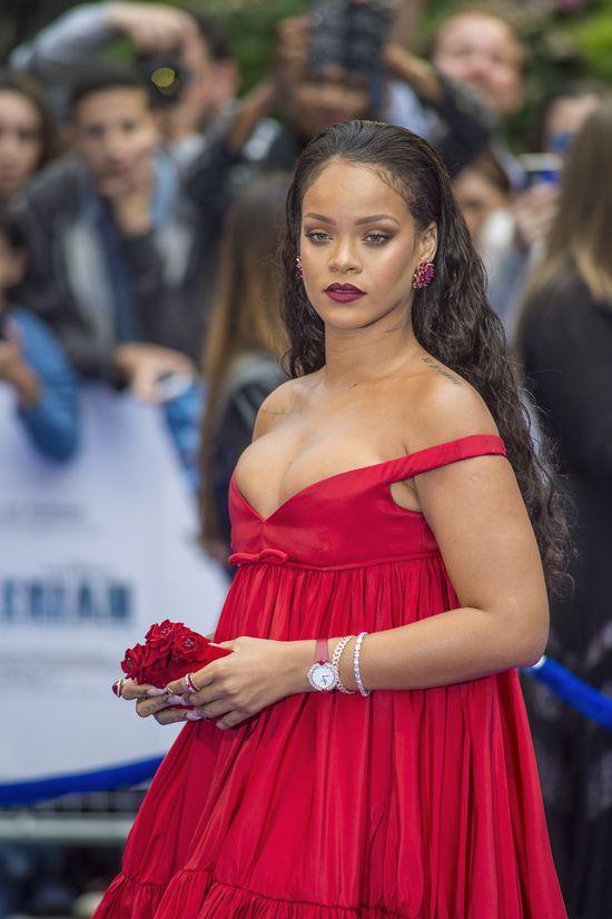 Ufff... To tylko peruka? Rihanna pokazała TO coś i...