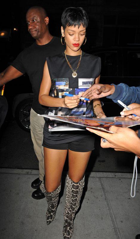 Rihanna w butach ze skóry węża (FOTO)