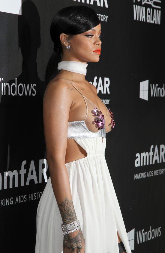 Rihanna i Miley Cyrus znwu pokazały za dużo... (FOTO)