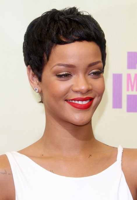 Rihanna zedebiutowała z nową fryzurką (FOTO)