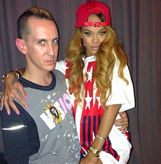 Rihanna ponownie przedłużyła kosmyki (FOTO)