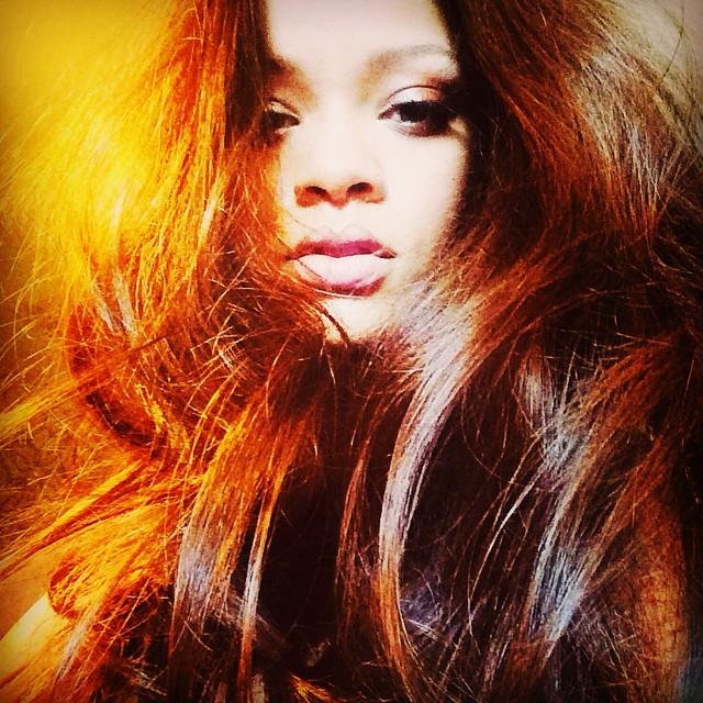 Nowe włosy Rihanny - pora na brąz! (FOTO)