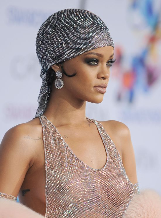 Rihanna i jej najbardziej szokujaca kreacja roku! (FOTO)
