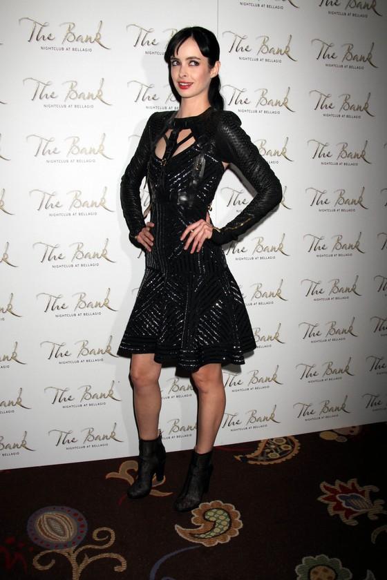 Kristen Ritter w czarnej sukni