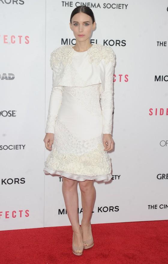 Rooney Mara w białej sukience