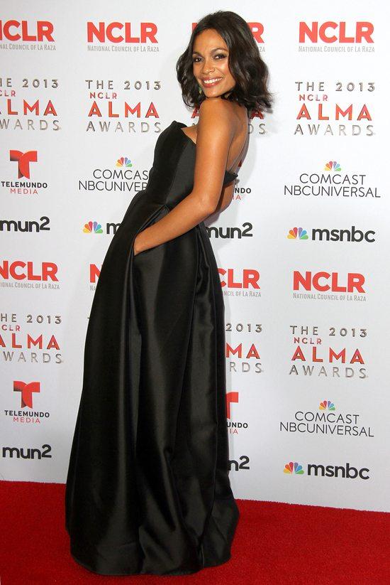 Rosario Dawson w spektakularnej czarnej sukni