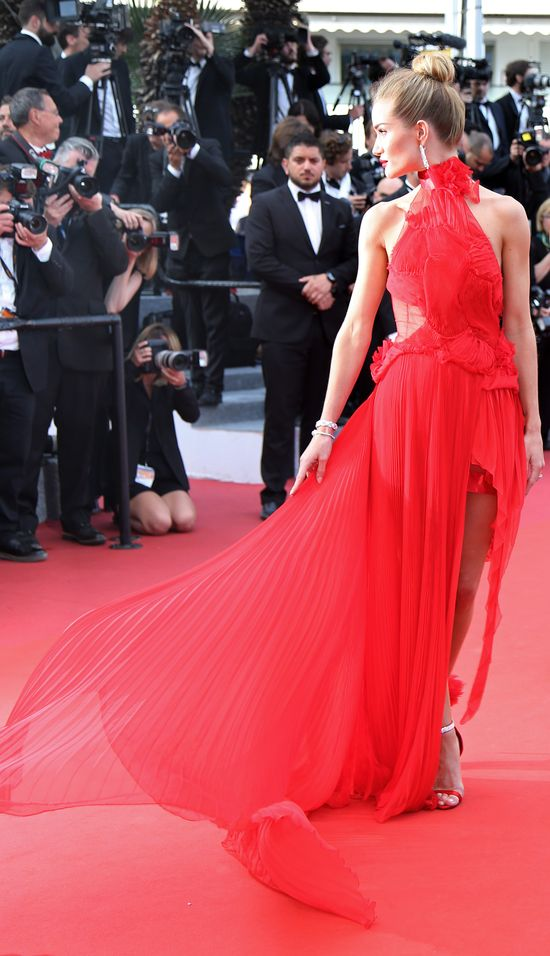 Rosie Huntington-Whiteley zachwyciła w Cannes (FOTO)
