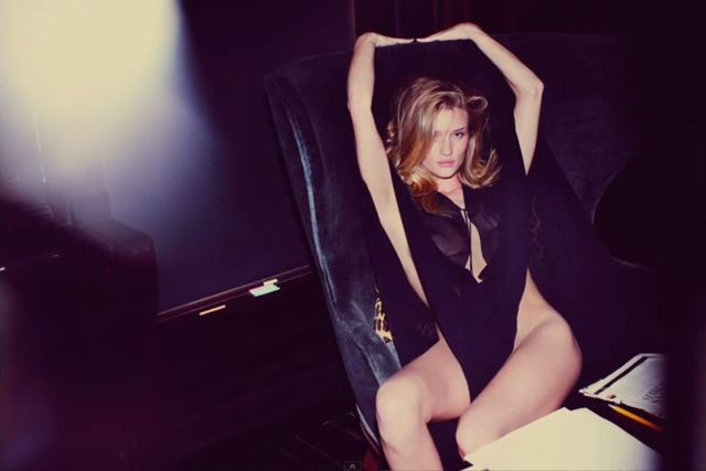 Rosie Huntington-Whiteley w sesji dla Muse Magazine (VIDEO)
