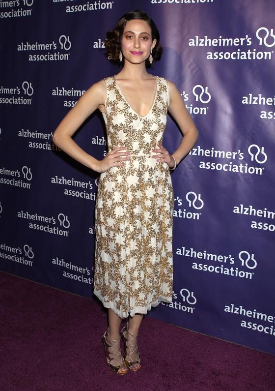 Emmy Rossum w cekinowej sukience i retro falach