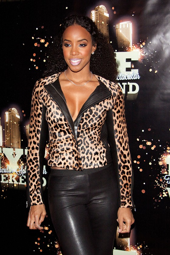 Kelly Rowland w panterkowej kurtce