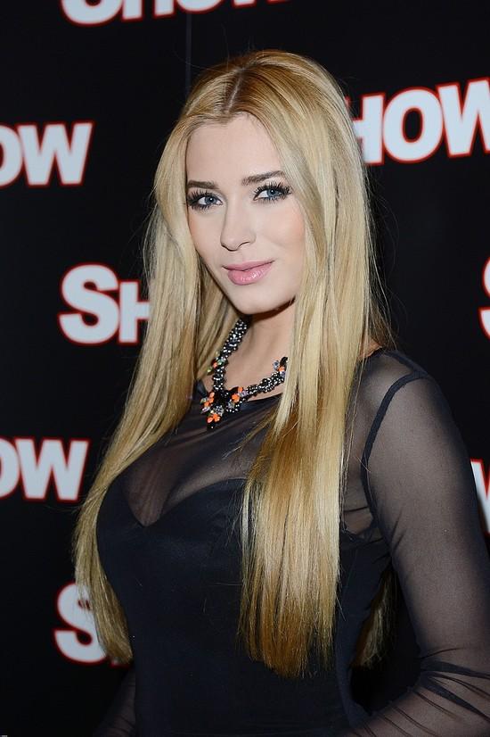 Rozalia Mancewicz w wydekoltowanej sukni (FOTO)
