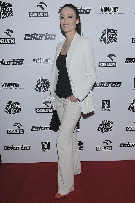 Magdalena Różdżka w białym garniturze jak Kate Hudson