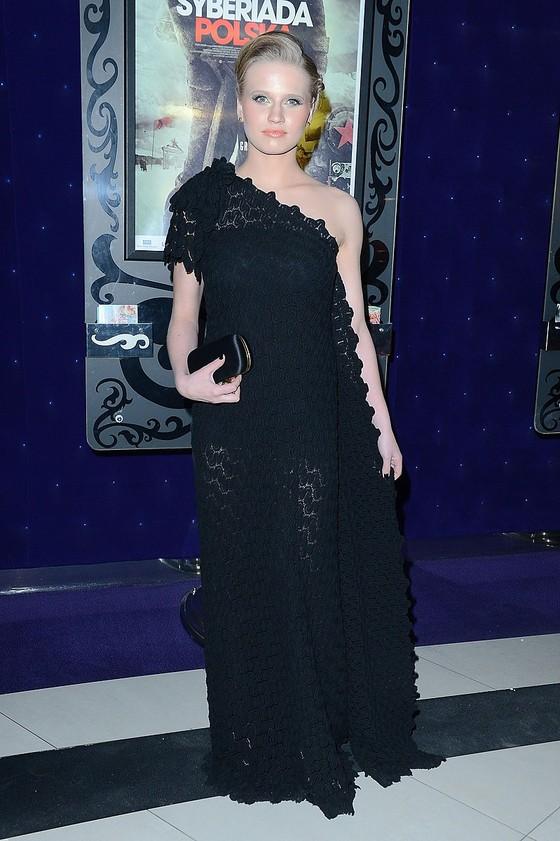 Natalia Rybicka w koronkowej sukience
