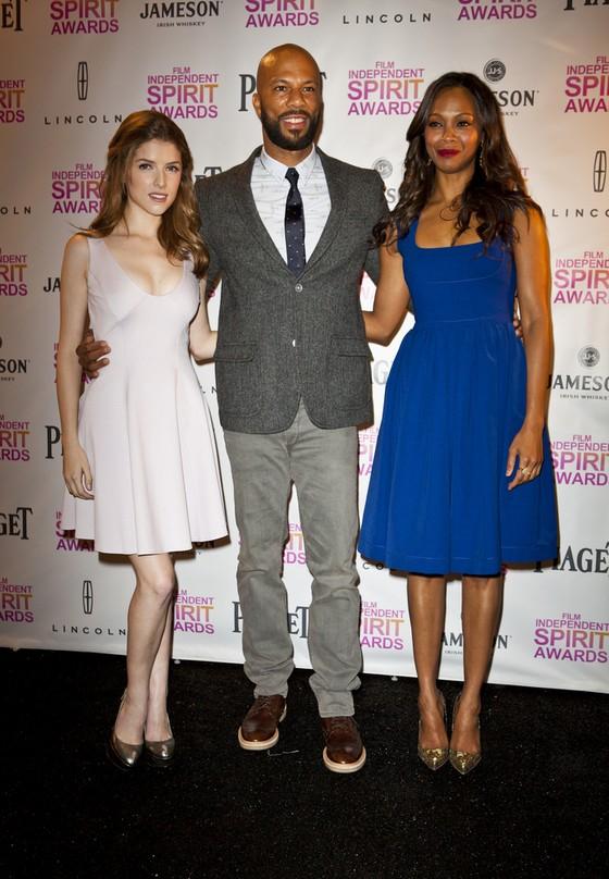 Anna Kendrick i Zoe Saldana w rozkloszowanych sukienkach