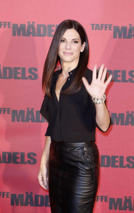 Sandra Bullock w zestawie marki Michael Kors