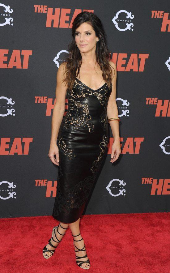 Sandra Bullock w skórzanej sukience (FOTO)