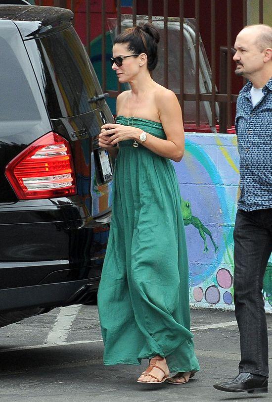 Sandra Bullock w letniej sukience
