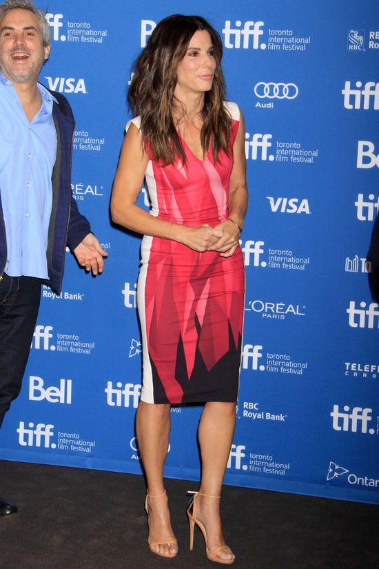 Sandra Bullock w dwóch stylizacjach