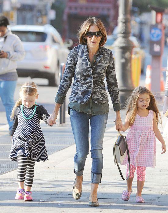 Sarah Jessica Parker stroi swoje córeczki (FOTO)
