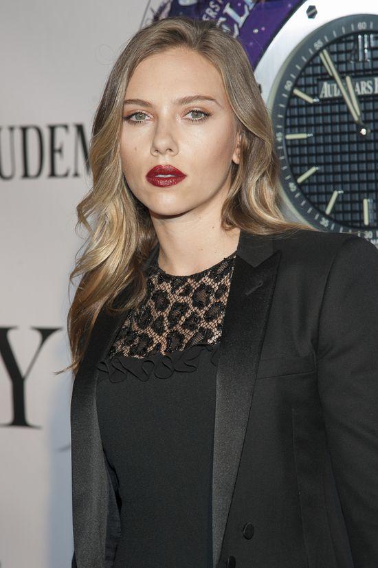 Scarlett Johansson w małej czarnej