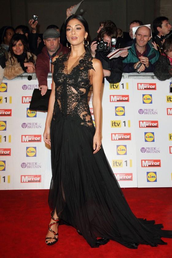 Nicole Scherzinger uwielbia czarne suknie