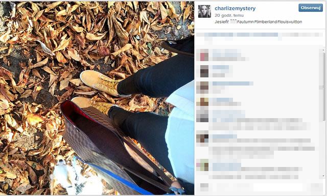 Dlaczego Charlize Mystery nosi pustą torebkę? (FOTO)