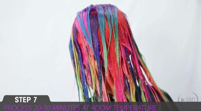 Tęczowe włosy hitem tego lata! Jak je zrobić? [VIDEO]