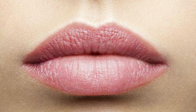 Makijaż powiększający usta - jak się do niego zabrać? (FOTO)