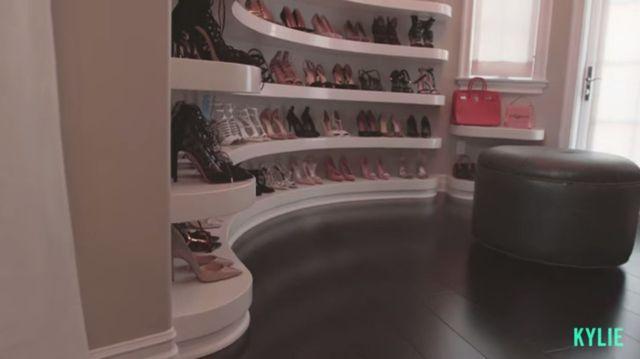 Kylie Jenner pokazała swój pokój... na buty! [VIDEO]