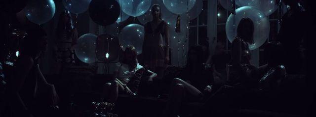 Nowy podkład Estee Lauder wybawcą nudnych imprez? [VIDEO]