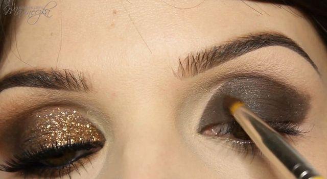 A może brokatowy makijaż w odcieniach złota? [VIDEO]