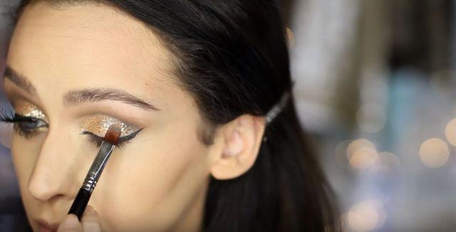 Makijaż sylwestrowy krok po kroku - brokatowe szaleństwo