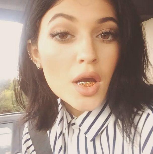 Kylie Jenner też ma złote grillz'y! (FOTO)