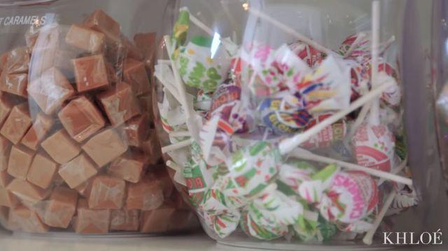 Wiedziałyście, że Khloe ma spiżarnię pełną słodyczy? [VIDEO]