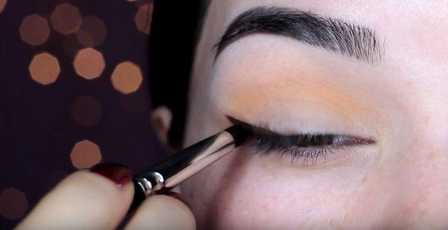 Makijaż sylwestrowy krok po kroku - hollywoodzkie smoky eye