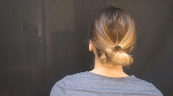 Fryzury dla cienkich włosów - efektowny koczek [VIDEO]