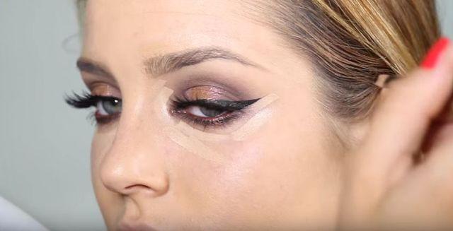 Makijaż sylwestrowy krok po kroku - mocne usta, błysk na oku