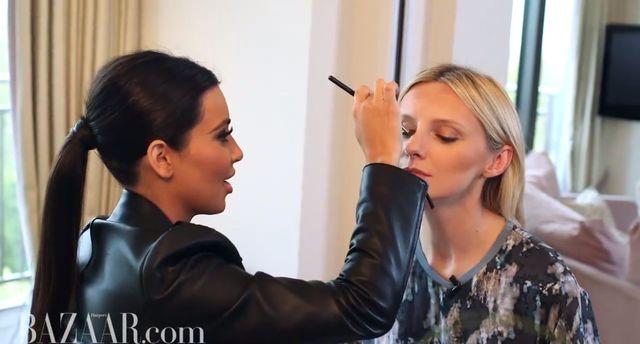 Kim Kardashian pokazuje, jak konturuje twarz i nos [VIDEO]