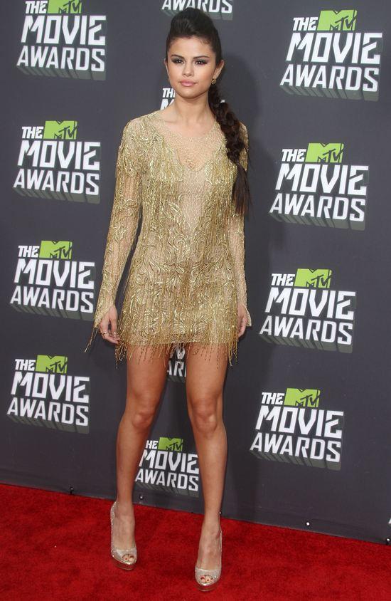Skąpana w złocie Selena Gomez (FOTO)
