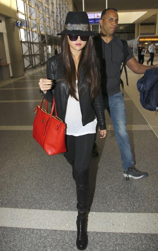 Selena Gomez łączy ubrania z sieciówek i od projektantów