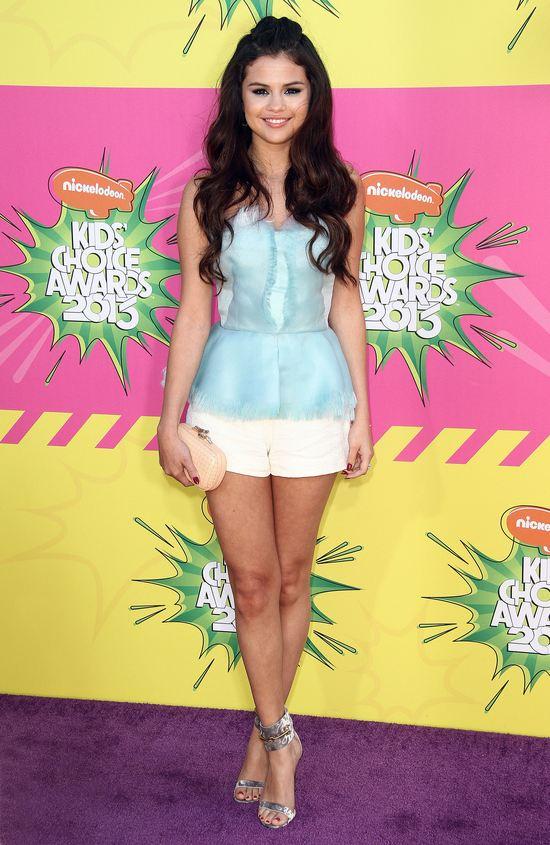 Selena Gomez w zestawie od Oscara de la Renta (FOTO)
