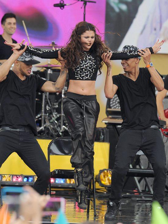 Selena Gomez w kreacji Herve Leger