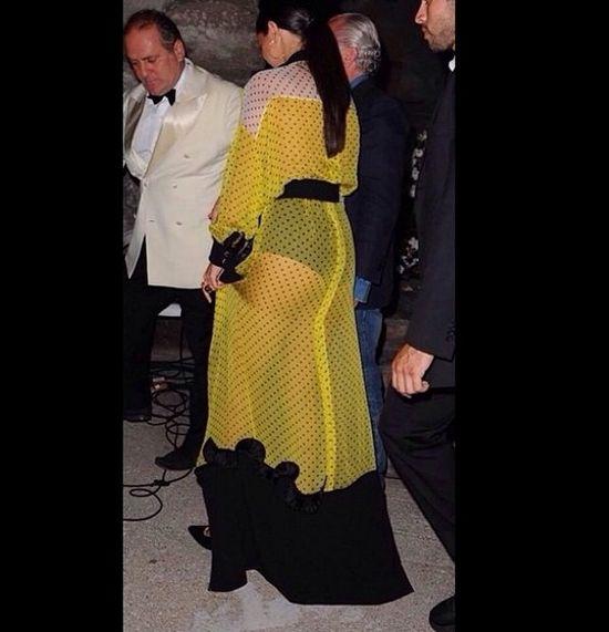 Selena Gomez w seksownej kreacji Emanuel Ungaro