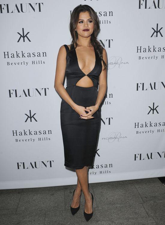 Czy Selena Gomez powiększyła sobie piersi?! (FOTO)